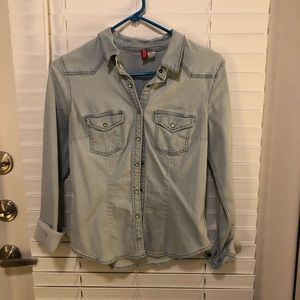 Divided Button Up Top size SMALL/ 6